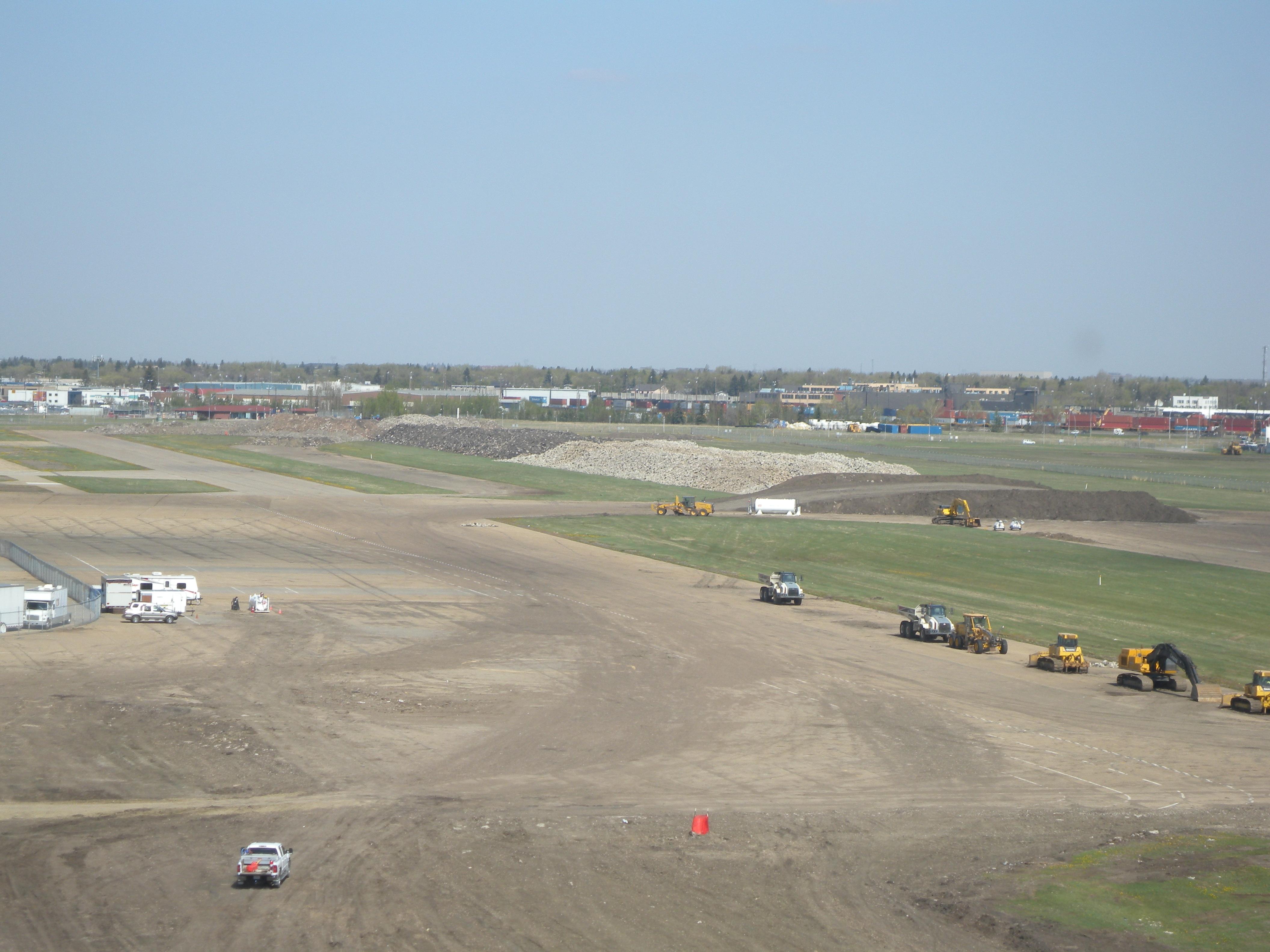 runway-piles
